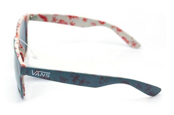 Fabricados com materiais especiais cada modelo de óculos Vans feminino ... 9ce7326f87