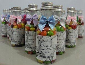 lembrancinhas de garrafinhas personalizadas com doces