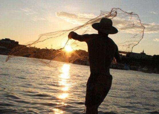 imagem de percador pescando