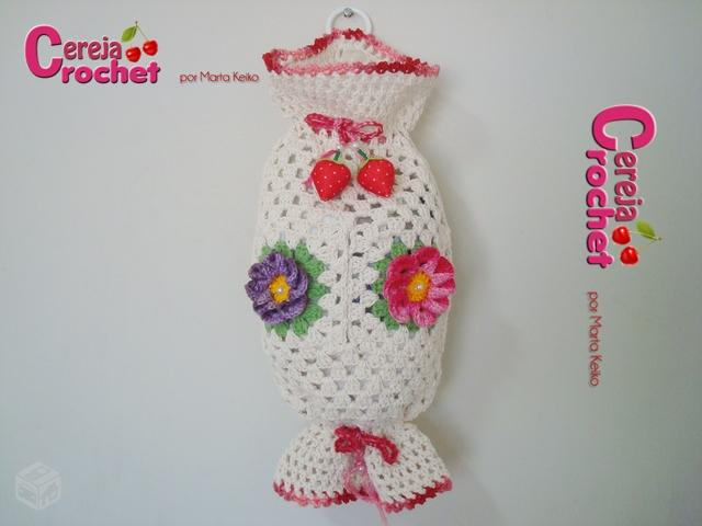 modelo brancom com flores decorativas