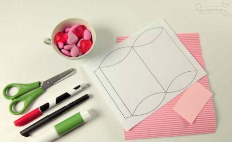 como fazer caixinha de presente de papel