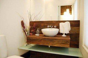 fotos de bancada de banheiro em madeira