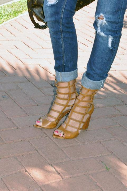 usando-sandalia-gladiadora-arezzo-verao-com-calca