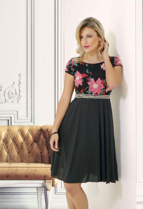 vestido-para-ir-a-ibreja-preto-com-flores-na-estampa