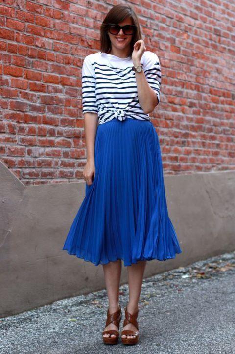 saia-azul-plissada-modelo-midi