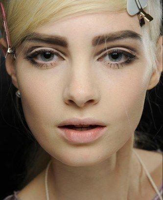 como deixar as sobrancelhas grossas