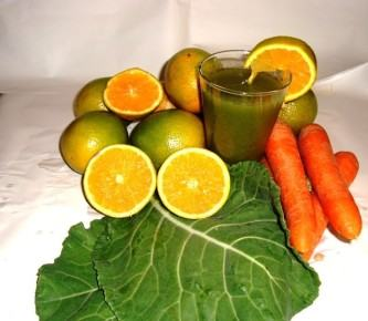 suco de cenoura, couve e laranja