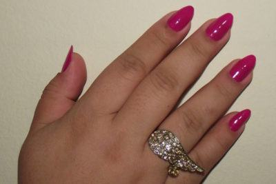 unhas stiletto curtas rosa