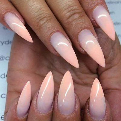 unhas stiletto degradê
