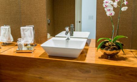 banheiro-bancada-madeira