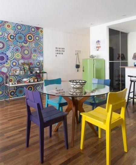 cadeiras-coloridas-para-mesa-redonda