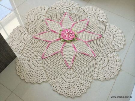 tapetes-de-croche-redondos-em-formato-de-flor